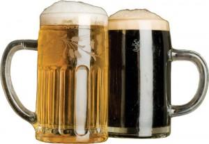 Vrčka svetlega in temnega piva